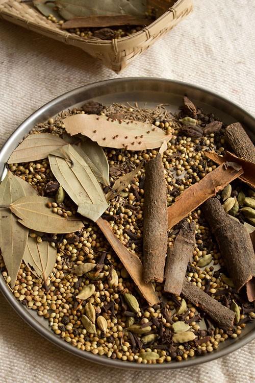 spices in garam masala