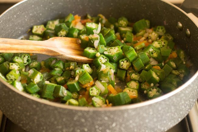 preparing bhindi bhaji recipe