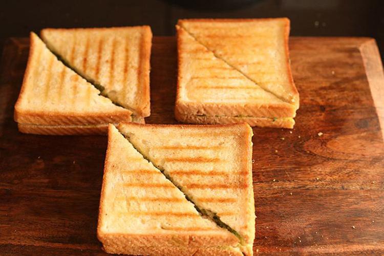 सैंडविच काट लें