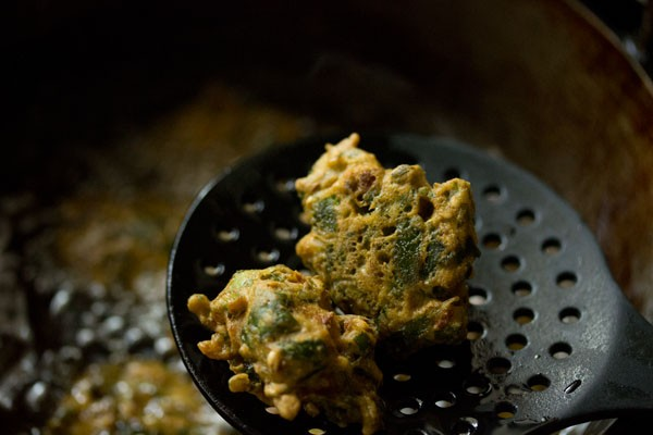 making palak pakora recipe