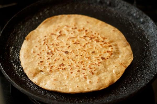 making paneer paratha recipe
