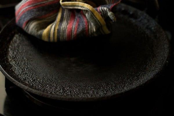 clearing tawa for paneer paratha recipe