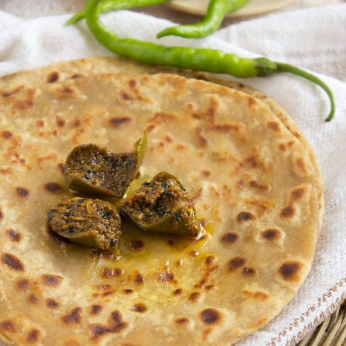 paneer-paratha-with-mango pickle