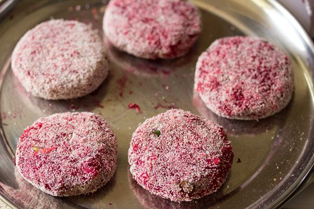 coating beetroot cutlet with rava