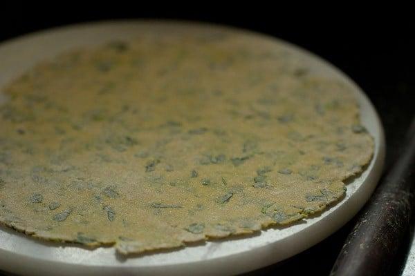rolling thepla - methi thepla recipe