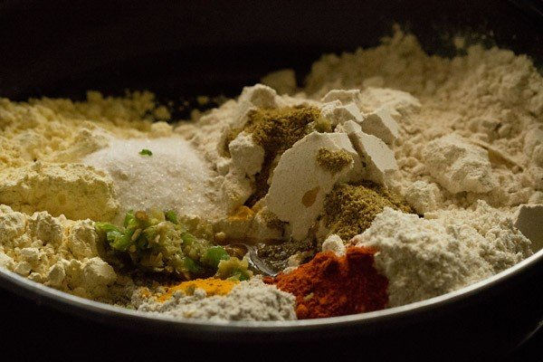 spices for methi thepla recipe