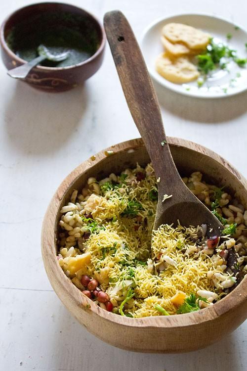 adding sev to bhel puri recipe