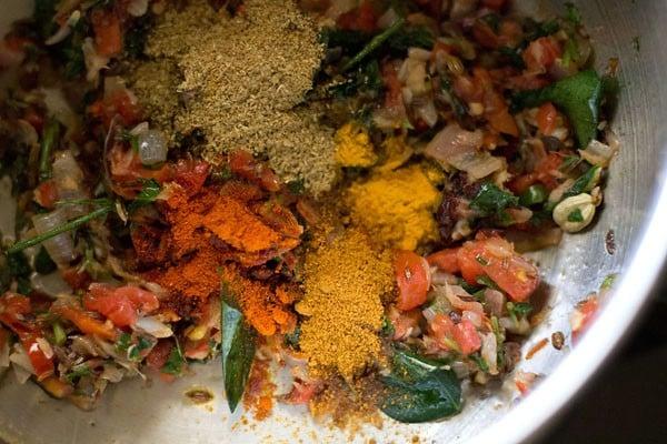 add spices to mushroom biryani recipe