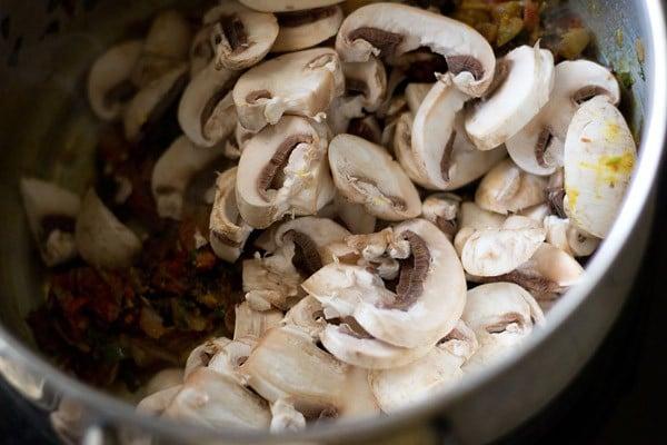 mushrooms for making mushroom biryani recipe