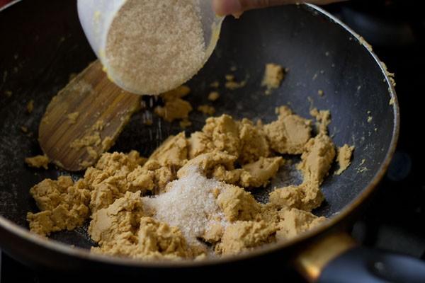 sugar besan mixture to make besan ladoo recipe