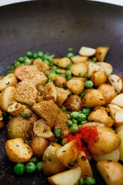 add spices to dry aloo matar recipe