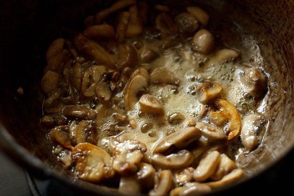 sauting mushrooms for kadai mushroom recipe