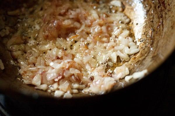 onions for making kadai mushroom recipe