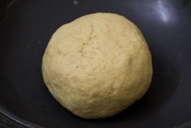 dough to prepare garlic naan recipe
