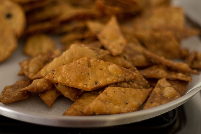 frying - namak pare recipe