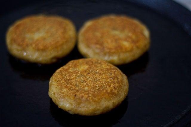 frying tikki to prepare aloo tikki chole recipe