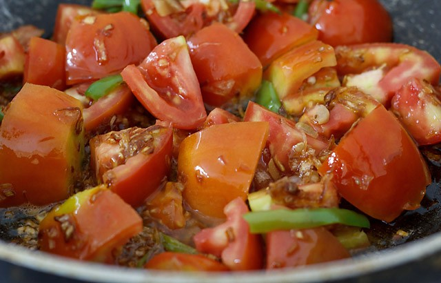 tomatoes for preparing amritsari chole recipe