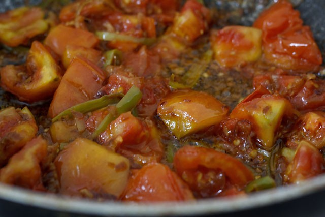 tomatoes for amritsari chole