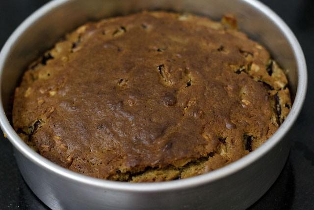 baking eggless plum cake