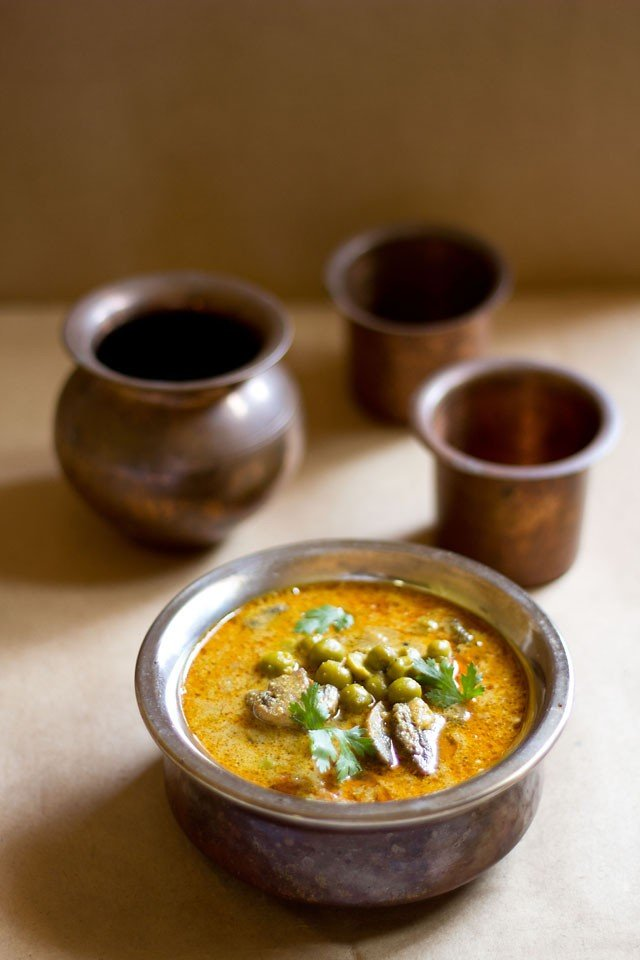 mushroom curry recipe, south indian mushroom peas curry recipe