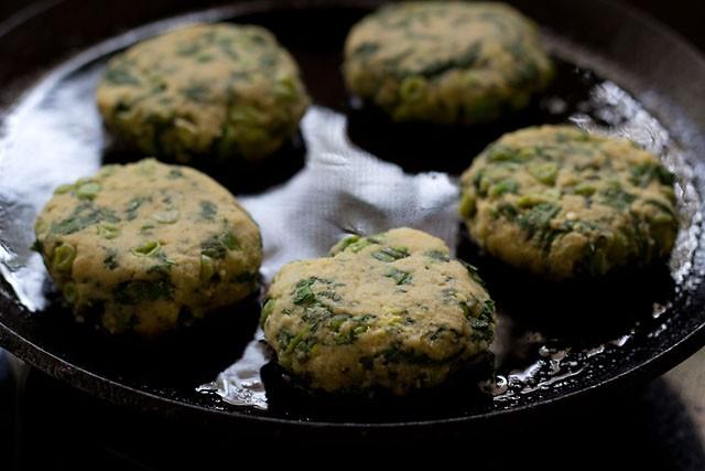 frying hara bhara kabab