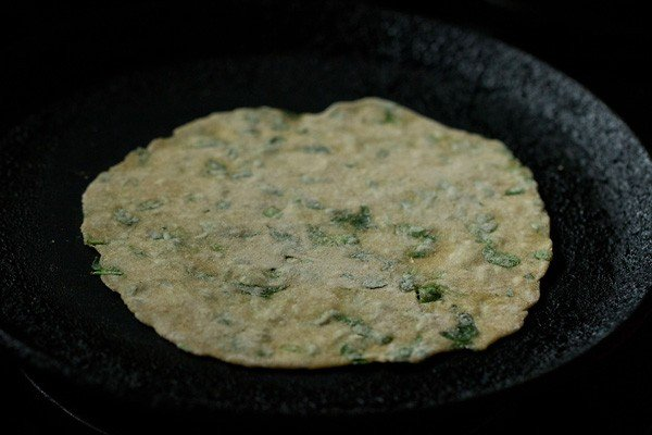 frying methi paratha on tawa