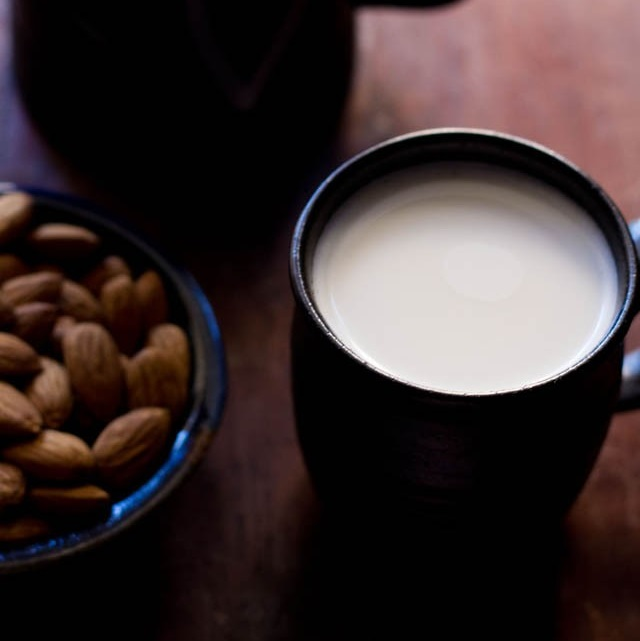 method to make almond milk at home