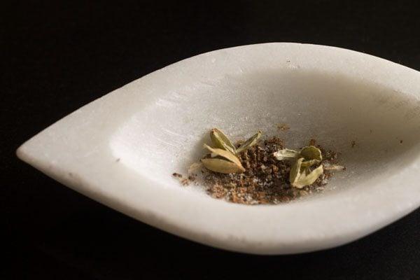 cardamoms to make ginger tea recipe