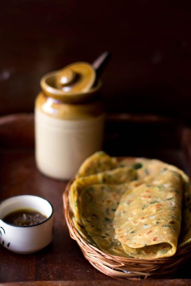 methi missi roti recipe, how to make punjabi missi roti recipe