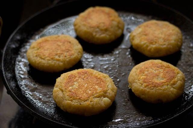 pan fried aloo tikki