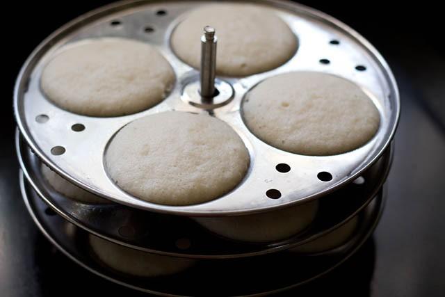 steaming idlis - idli recipe with idli rava