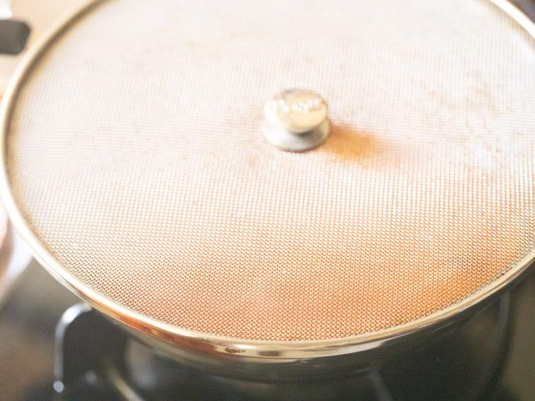 splatter lid kept on the pan