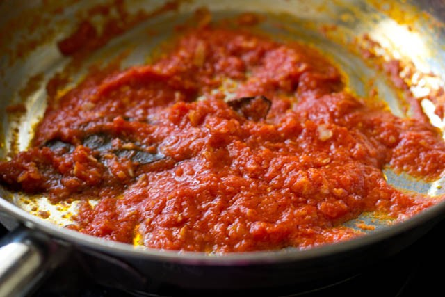 preparing tomato puree for paneer butter masala