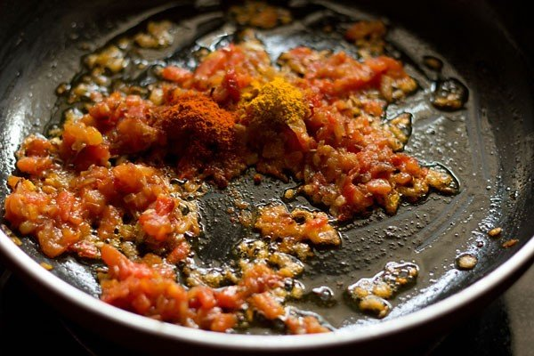 adding ground spice powders to base for palak paneer gravy