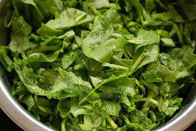 palak paratha or spinach paratha