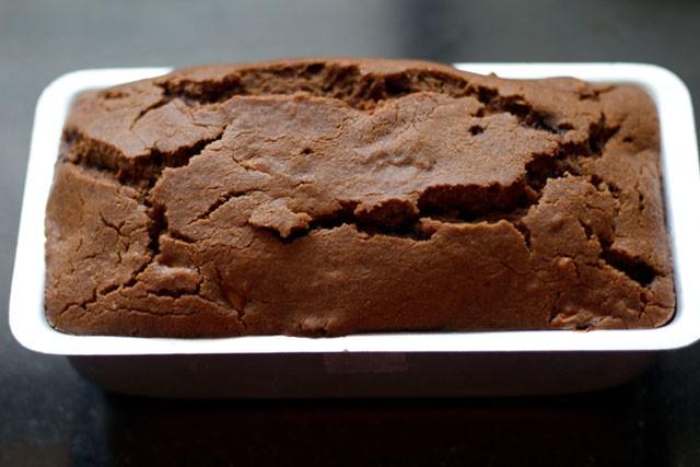 baking the apple cake
