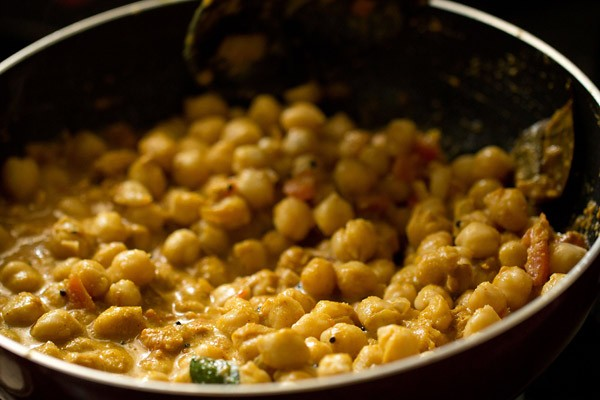 making chana masala recipe, making chickpea curry recipe