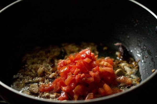 tomatoes for palak mushroom recipe