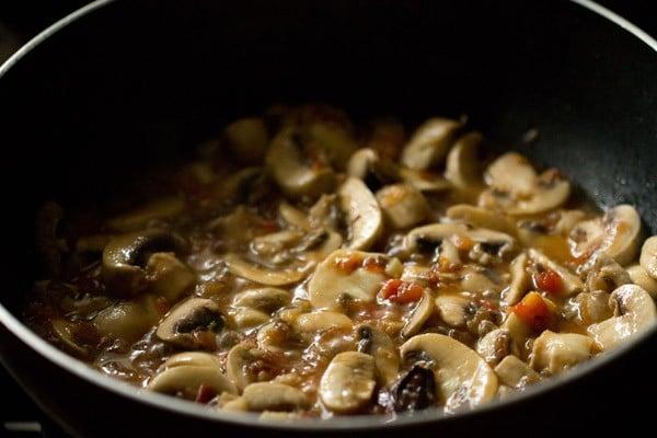 sauteing mushrooms for palak mushroom recipe