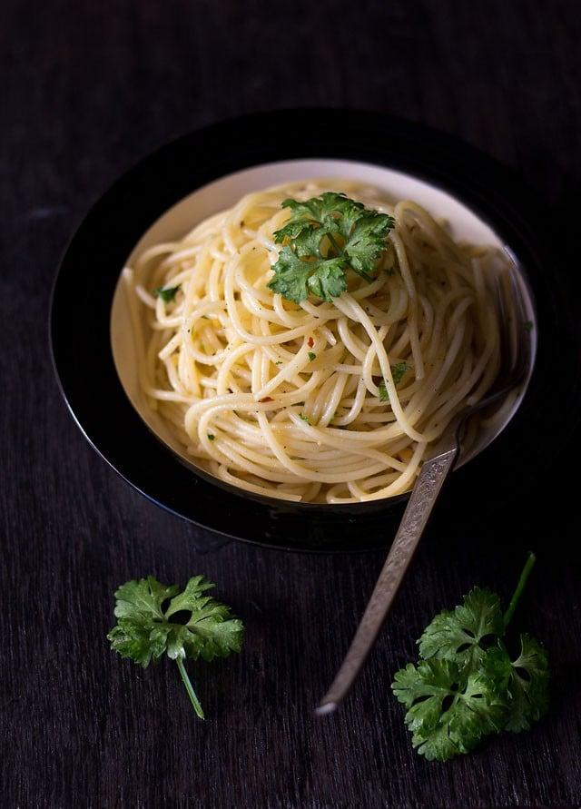 spaghetti olio e aglio recipe – traditional italian pasta recipe