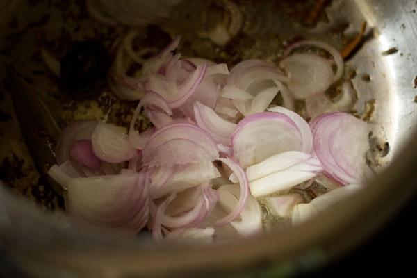 add onions to veg pulao masala