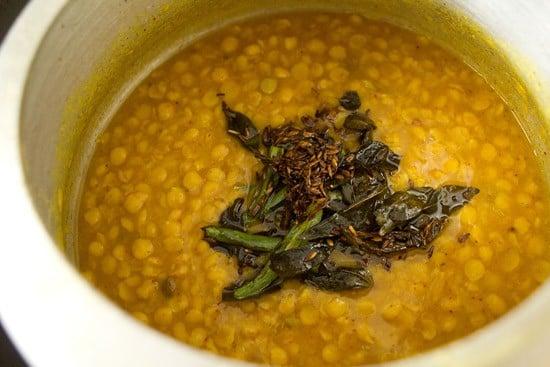 adding tadka for sindhi dal pakwan recipe