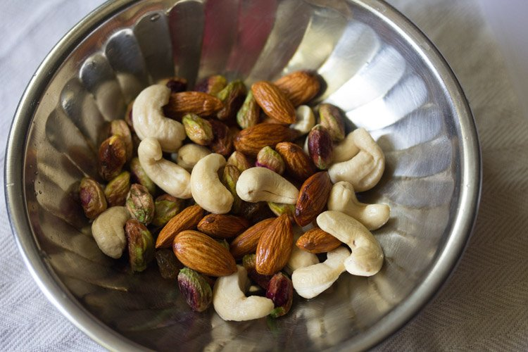 making dry fruits milkshake recipe