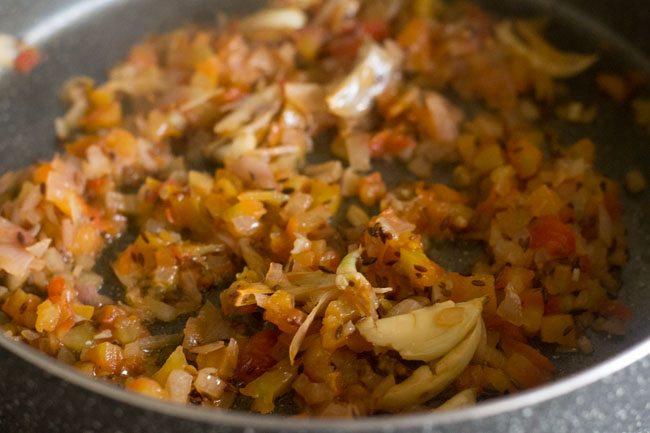 lasooni palak dal fry recipe