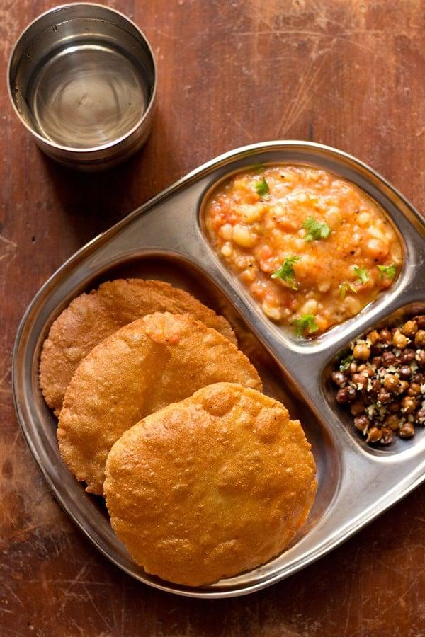 singhare ki poori recipe – how to make singhare ke atte ki puri