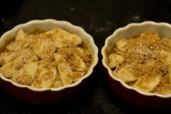 arrange apple slices on pie crust