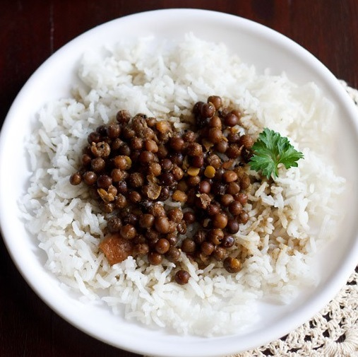 kala vatana amti recipe, black peas curry recipe, kalya vatanyche amti recipe