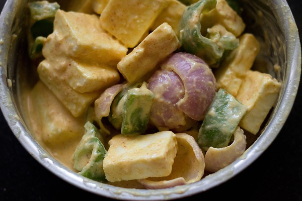 marinating paneer cubes