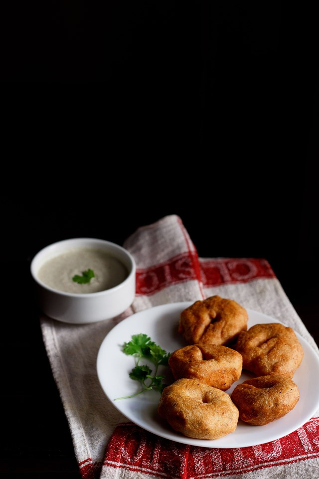 ulundu vada recipe, how to make urad dal vada | medu vada