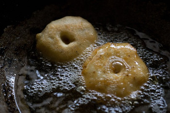 fry the medu vadas in kadai